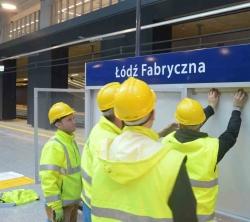 Montaż gablot kolejowych Łódź Fabryczna